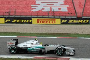 Mercedes holt mit den P Zero Yellow von Pirelli Doppel-Pole in China