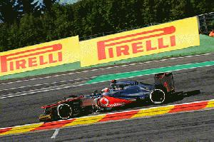 Button gewinnt Pole Position in Spa