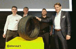 Continental stellt ersten Reifen im neuen High Performance Technology Center in Korbach her