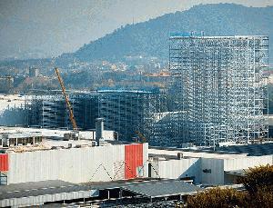 SEAT construye el almacén automático más alto de España
