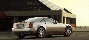 ¿Cómo se quedó este hombre encerrado más de 13 horas en el interior de su Cadillac XLR?