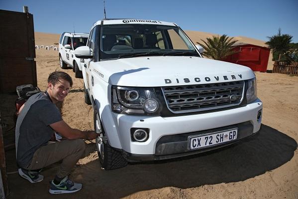 Luft ablassen aus Offroad Reifen für Wüstensafari